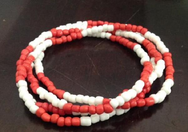 Collar rojo y blanco